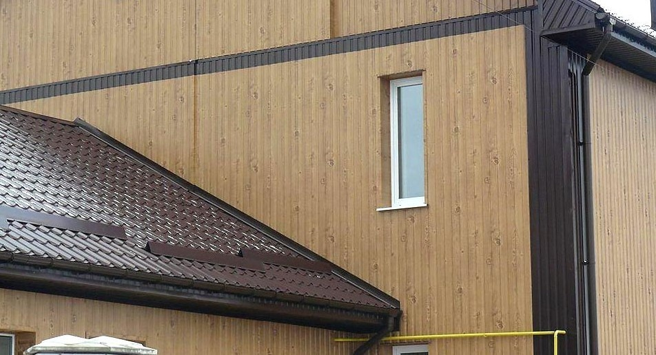 Exterior wall decorated with wood grain steel plate. (c) wofeng